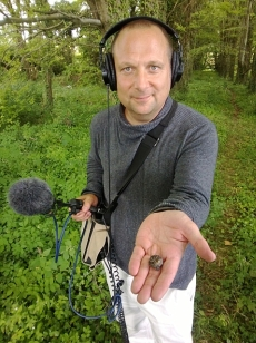 Dan Saladino of Radio 4's Food Programme recording a truffle hunt.